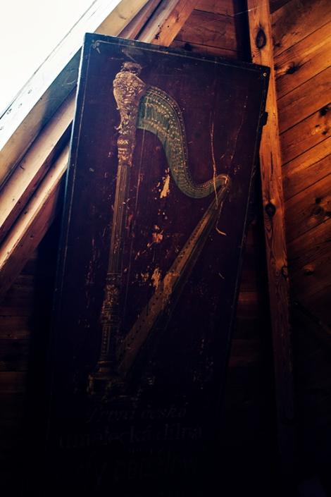 Harp Sign
