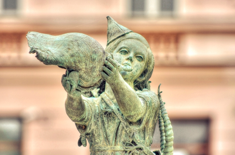 Shell Girl statue